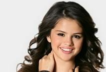 Selena Gomez: il fascino acqua e sapone
